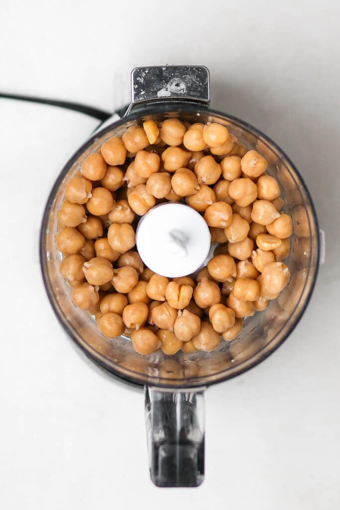 drained chickpeas in food processor.